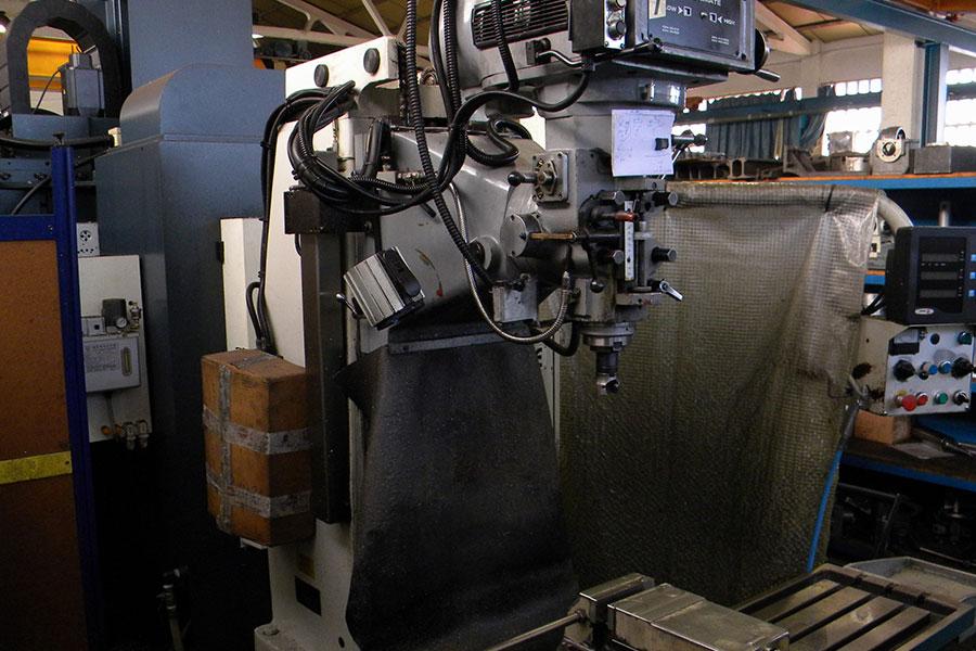 Fresadora Lillian BM-5V. 1000 x 500 x 500.